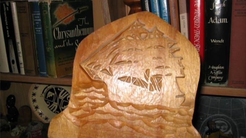 「彼はカービングを集めるのも作るのも大好きでした」エリクソンの手による彫刻